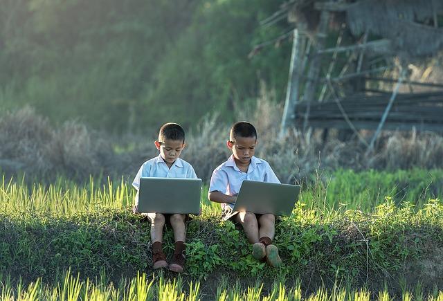děti s laptopy