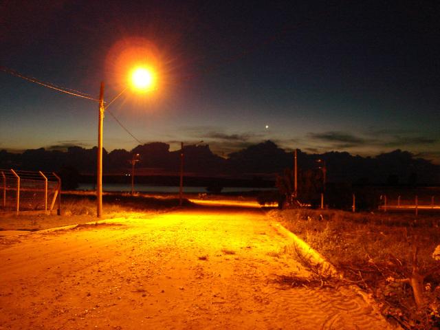 výbojkové svítidlo na ulici.jpg