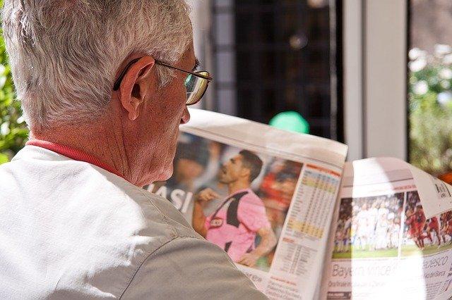 Noviny, důchodce, čtení