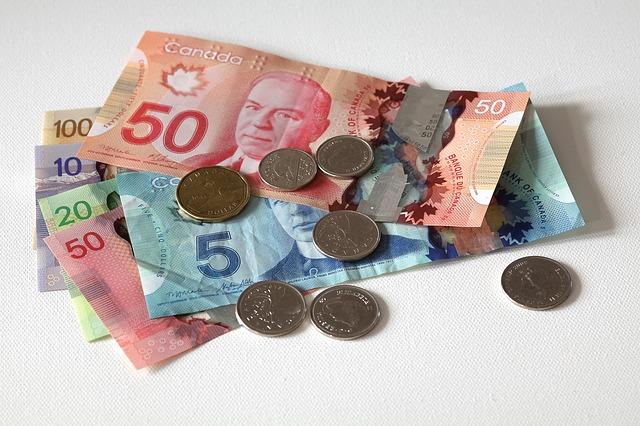 kanadská měna, barevné bankovky, mince